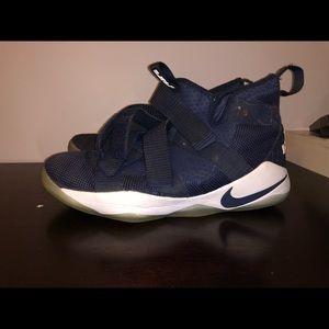 Nike Lebron Zoom soldier VII
